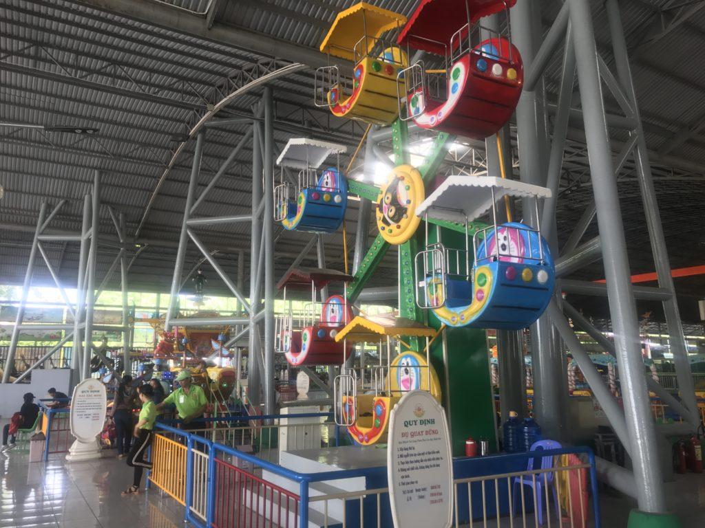 Kids' Ferris wheel